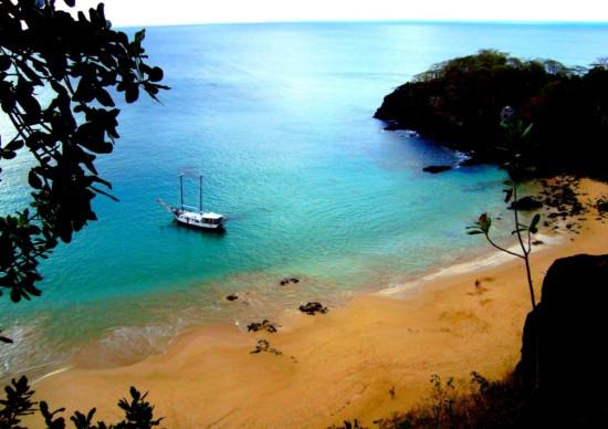 Praia em Fernando de Noronha: baía do Sancho entre as melhores do mundo!