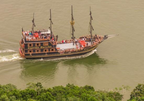 Descubra Balneário Camboriú a bordo do Barco Pirata!