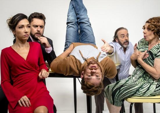 Até 03 de maio: drama familiar O Louco e a Camisa, no Teatro Porto Seguro