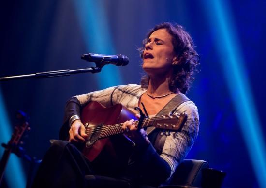 Zélia Duncan faz show intimista no Teatro Porto Seguro, dia 17 de julho