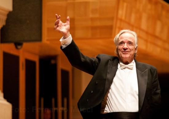 Maestro João Carlos Martins se apresenta em abril no Teatro Porto Seguro com participação do tenor Jean William e Orquestra Bachiana Sesi-SP