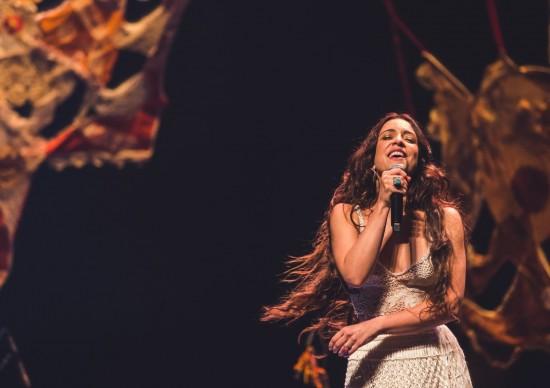 Roberta Sá apresenta show da turnêGiro, disco criadoem parceria com Gilberto Gil, na Casa Natura Musical