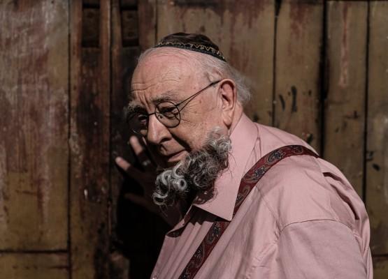 80 Anos de Sérgio Mamberti: O Ovo de Ouro, de Luccas Papp, traz à tona sonderkommando, figura pouco conhecida no Holocausto