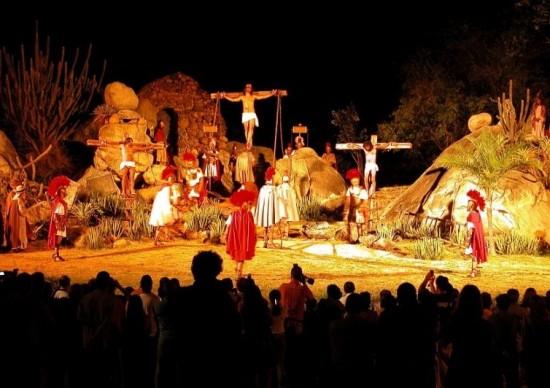Semana Santa: Paixão de Cristo de Nova Jerusalém (PE) terá o ator Caco Ciocler como Jesus e leitores do ROTA1976.COM tem desconto no tour!