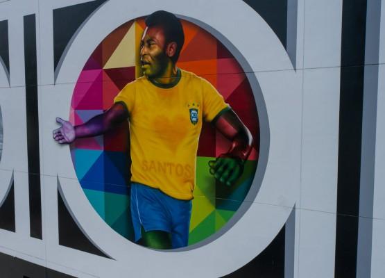 80 Anos: Eduardo Kobra homenageia Pelé com mural em Santos
