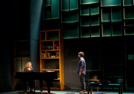 Inspirada no ataque homofóbico, A Golondrina faz temporada presencial no Teatro Vivo